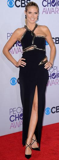 Heidi Klum porte la robe Julien McDonald