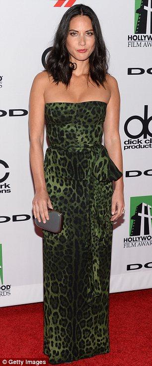 Olivia Munn dans une robe imprimé léopard