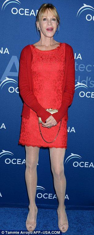 Melanie Griffith en robe de soirée rouge