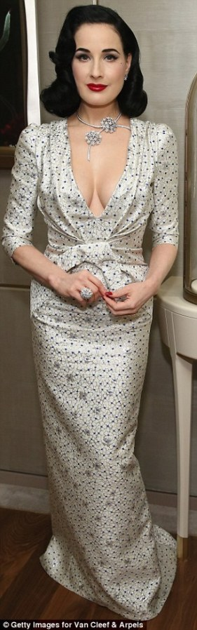 La robe blanche de Dita Von Teese