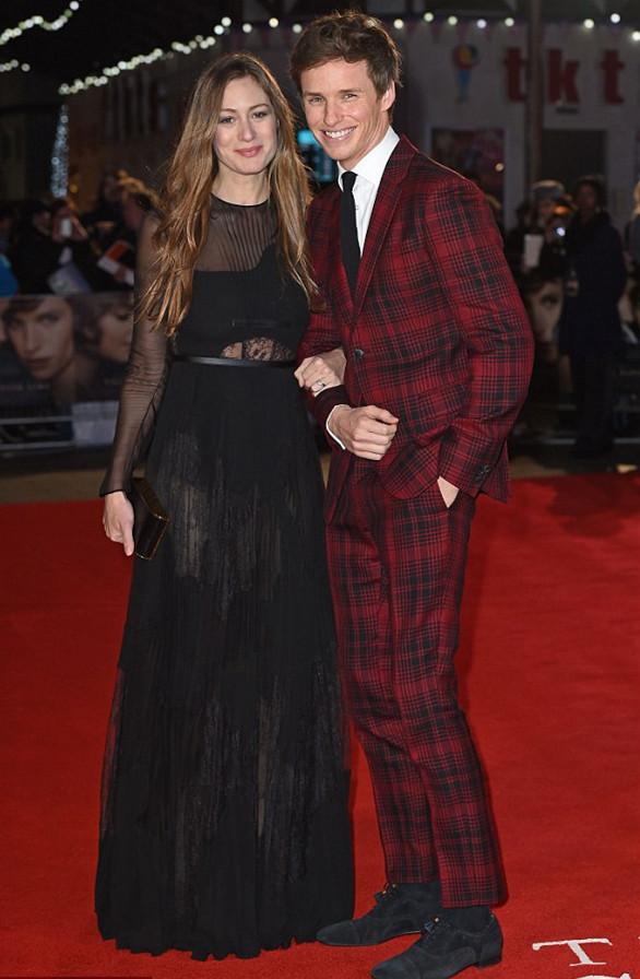 Hannah Bagshawe dans la robe noire Eddie Redmayne couple