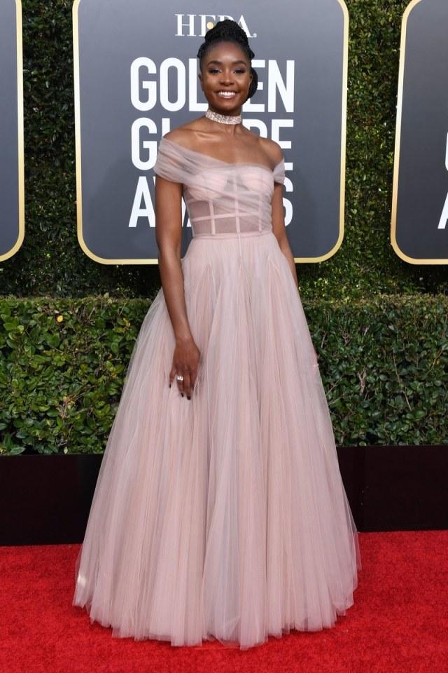 kiki layne en robe dior rose princesse en tulle golden globes 2019