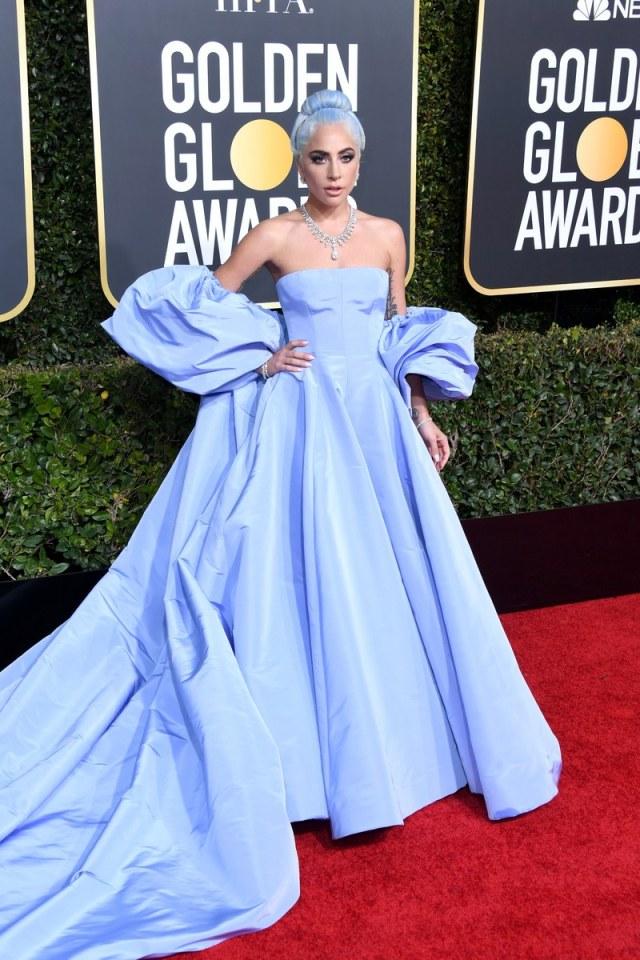 lady gaga en une robe de soirée princesse bleu valentino golden globes 2019