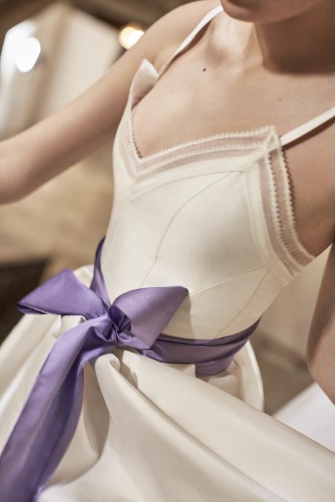robe mariée avec ceinture violette